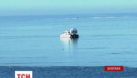 Более тридцати рыбаков сняли со льда запорожские спасатели