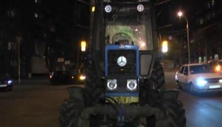 Трактор сбил легковушку в столице