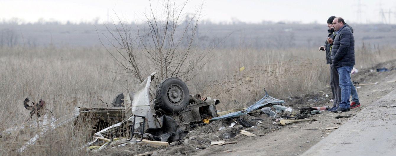 Підрив автобуса в зоні АТО та погрози МВФ припинити кредитування України. 5 головних новин дня