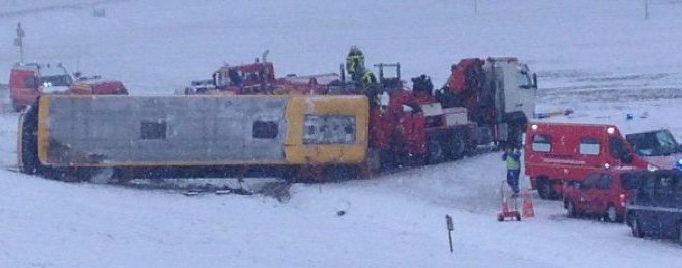 У Франції розбився шкільний автобус з 30 підлітками