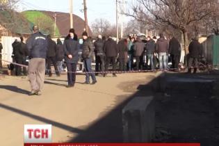 У Нікополі розстріляли легковик із кримськими номерами