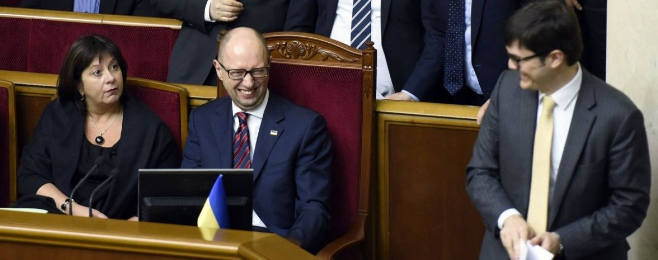 Які зарплати отримали Яценюк і 13 міністрів його уряду. Інфографіка