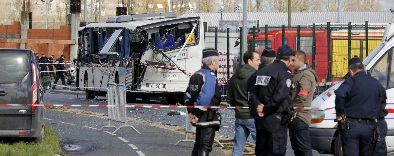 У Франції вантажівка влетіла у шкільний автобус: загинули діти