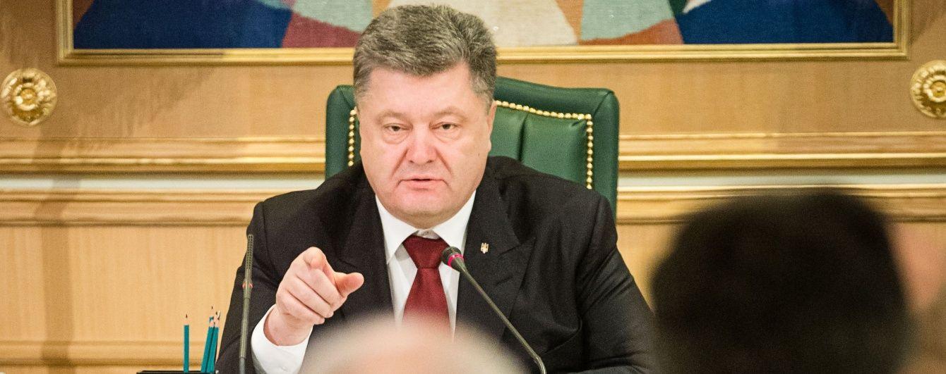 """Порошенко поскаржився Байдену про ситуацію на Донбасі і похвалився """"безвізовим пакетом"""""""