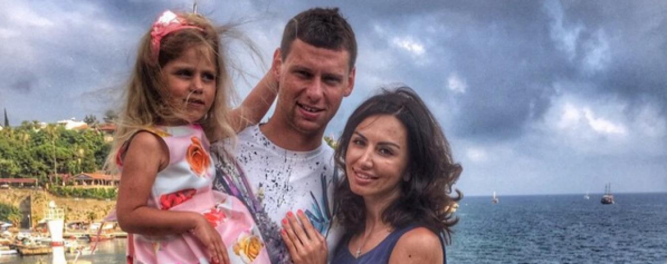 """Воротар """"Динамо"""" показав, як привітав донечку з днем народження"""
