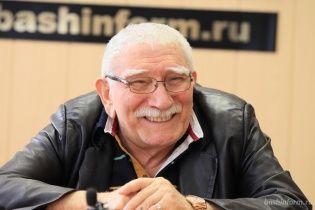 82-летнего Армена Джигарханяна экстренно госпитализировали прямо из театра
