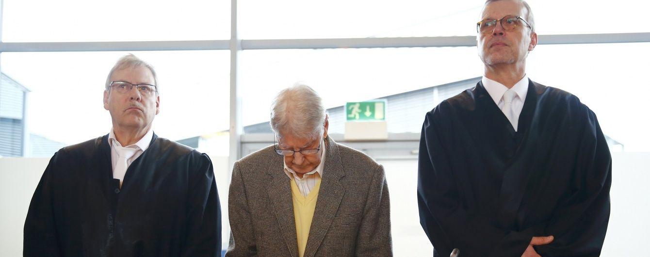 """У Німеччині судять 94-річного охоронця концтабору """"Аушвіц"""""""