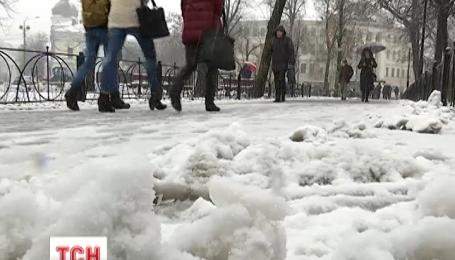 Штормовая погода задержится в Украине на пару дней