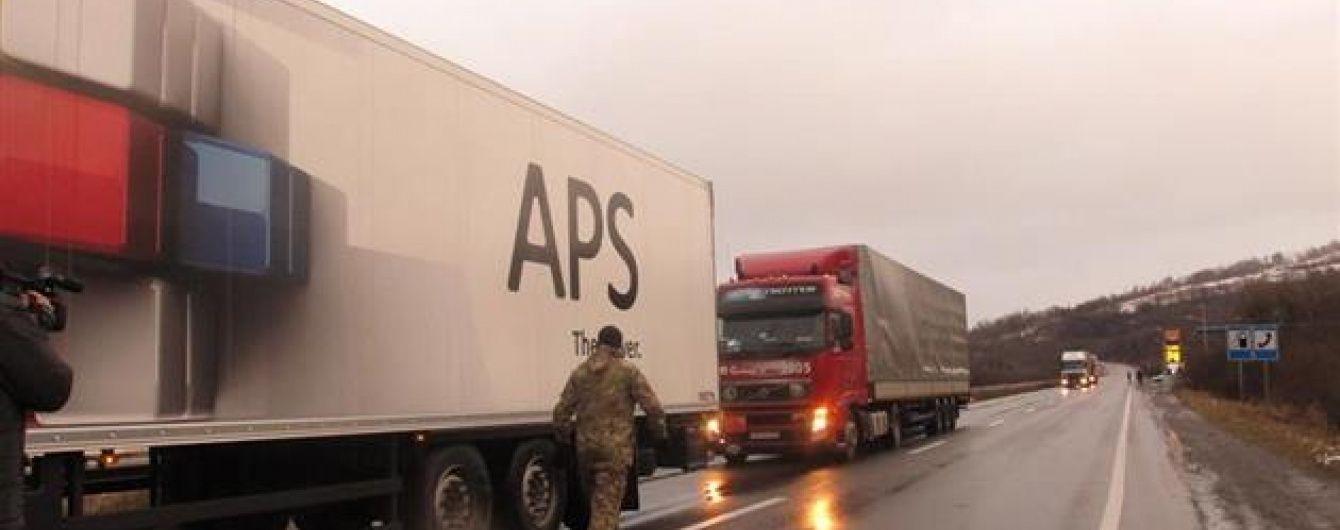 """""""Правий сектор"""" оголосив про початок безстрокової блокади російських фур на Закарпатті"""