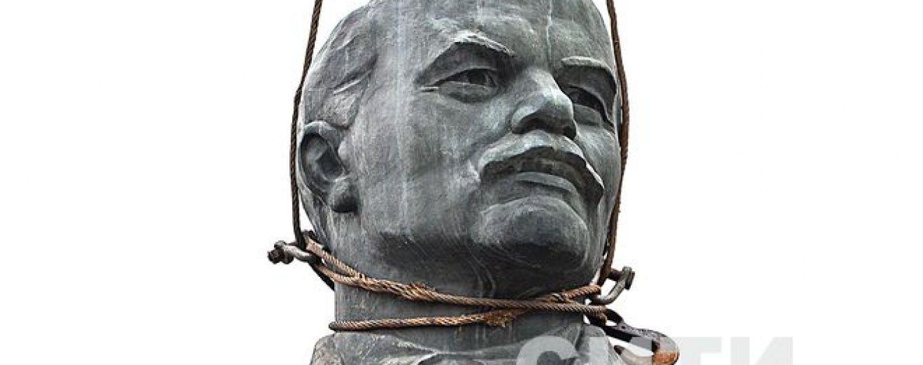 На Харківщині дівчинку відрахували з літнього табору за розтрощеного Леніна