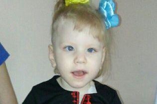 49 операцій за 5 років: Допомоги потребує маленька Карінка