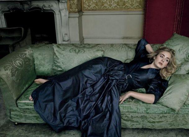 Замріяна Адель у розкішних сукнях постала на сторінках відомого глянцю