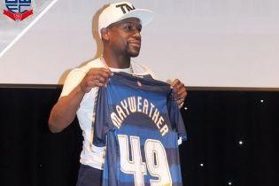 Легендарний Мейвезер став почесним гравцем англійського футбольного клубу