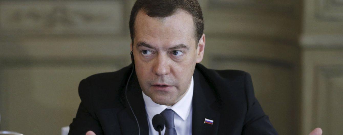Медведєв відкоригував свою різку заяву про початок нової холодної війни