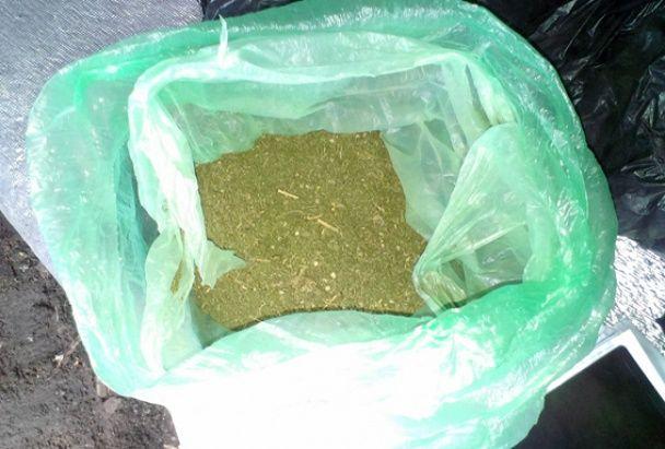 На Житомирщині на гарячому впіймали сім'ю наркоторговців