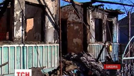 На Буковине 15-летний парень спас из пожара трех маленьких детей