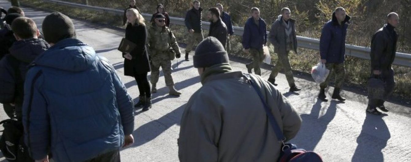Порошенко повідомив про визволення з полону трьох українців