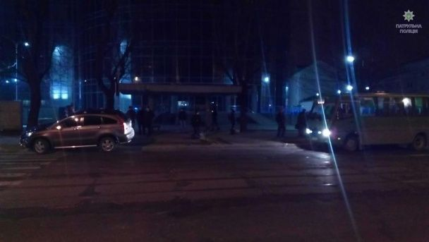 """У Львові п'яний водій на Honda """"влетів"""" у зупинку з людьми"""