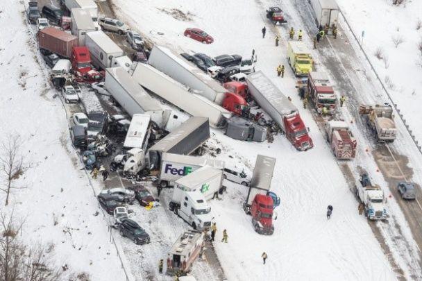 Чудовищное ДТП в США: из-за внезапной мглы на дороге столкнулись более 50 авто