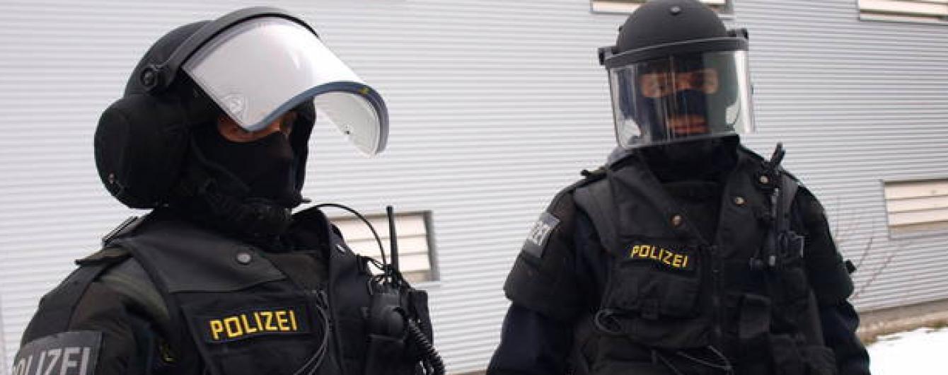 В Австрії затримали двох пособників паризьких терористів: жили в притулку для біженців
