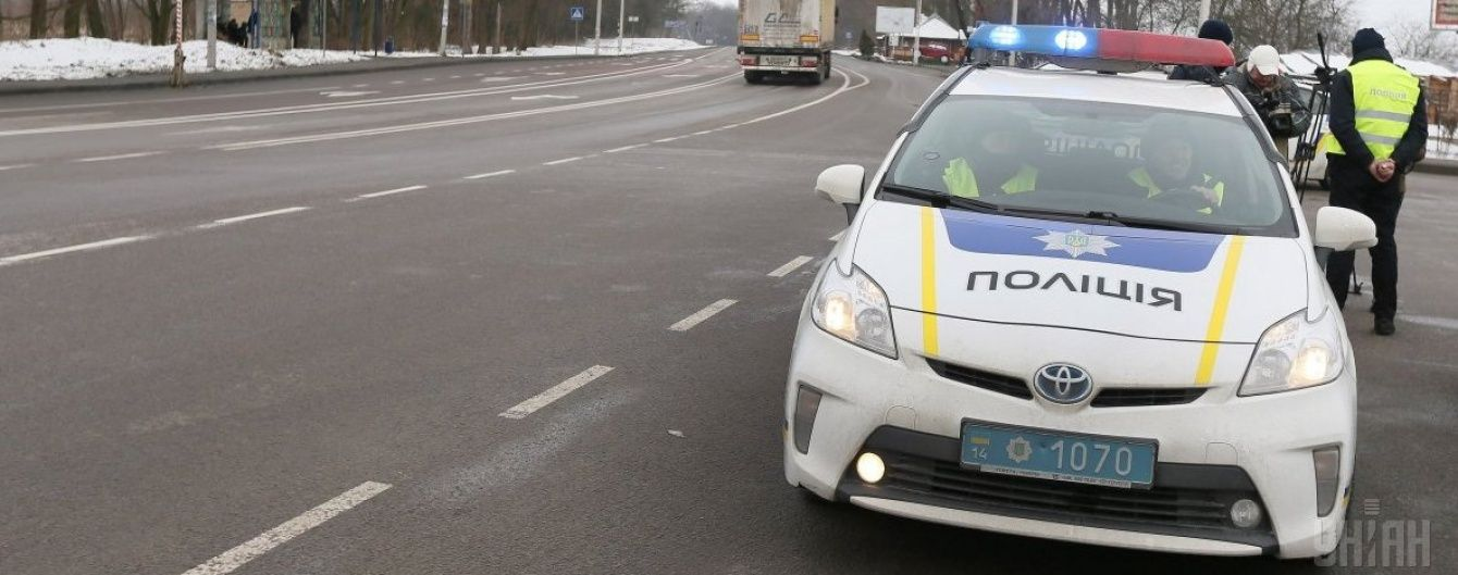 У Києві п'яний водій на швидкості протаранив авто патрульних та загримів до лікарні