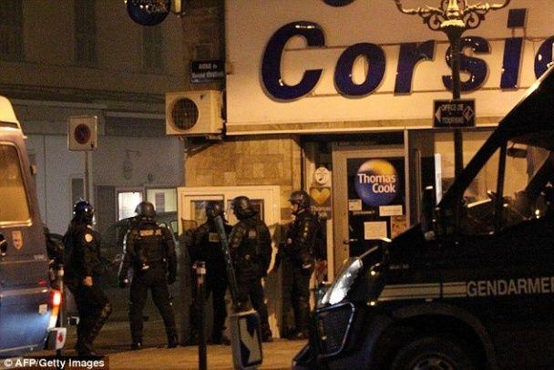 У Франції футбольні фани напали з коктейлями Молотова на поліцейський відділок