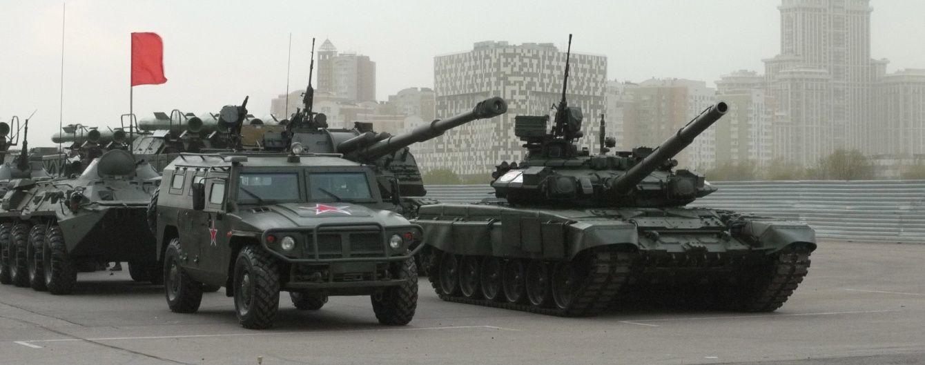 Росія розгорнула армію на кордоні та може раптово вдарити на Київ