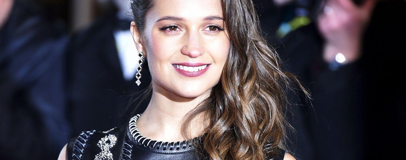Церемония BAFTA-2016: макияж и прически звезд