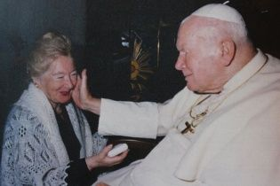 Папу Римського Івана Павла ІІ запідозрили у близьких стосунках із заміжньою жінкою