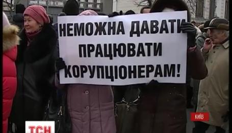 Під Верховною Радою надвечір зібрався кількатисячний мітинг