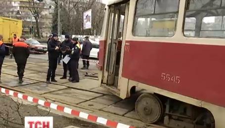 В Киеве трамвай сошел с рельс