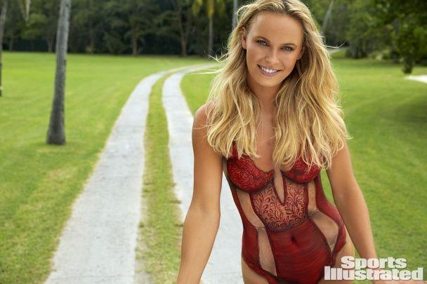Данська топ-тенісистка знялася оголеною в боді-арт купальнику