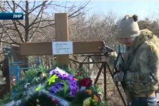 """""""ЛНРівці"""" вбили гранатою росіянина і кинули із живою матір'ю в копанку"""