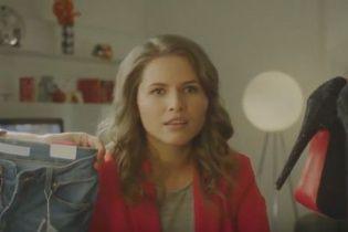 Зірка кліпу про лабутени показала, як реагувати на дивакуваті подарунки чоловіка