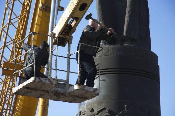 У Дніпродзержинську знесли пам'ятник революціонеру Дзержинському