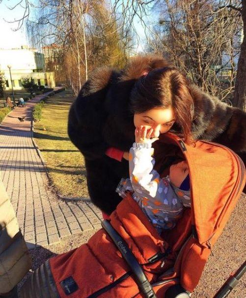 """""""НЕАНГЕЛ"""" Вікторія """"репетирує"""" роль мами із малюками Слави"""