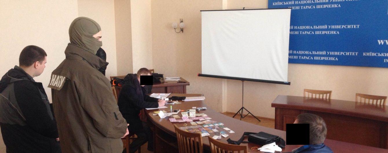 Прокурора, який хотів за хабар влаштуватися в НАБУ, взяли під домашній арешт