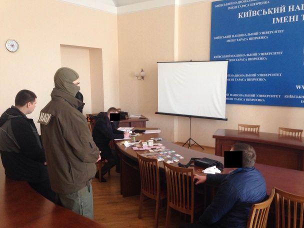 Прокурор ГПУ намагався за хабар потрапити до лав Антикорупційного бюро