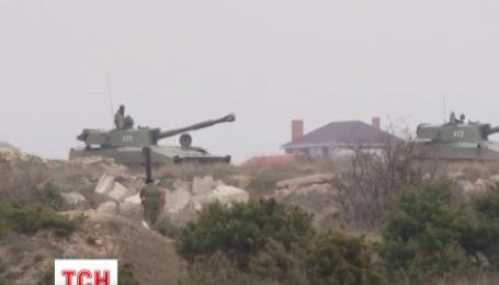 Россия продолжает перебрасывать военную технику в оккупированный Крым