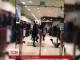 Неадекватна жінка розгромила торгівельний центр у Харкові