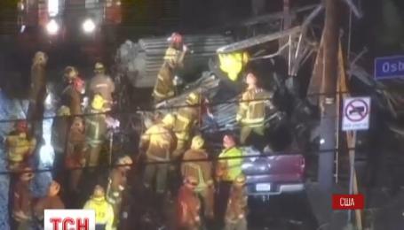 На околицях Лос-Анджелеса автомобіль врізався в електричний стовп