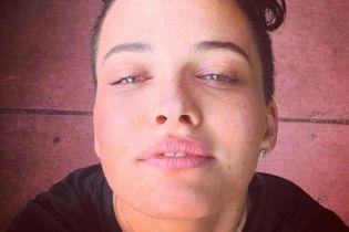 Сексуальна Астаф'єва оголеною похизувалася пружними сідницями