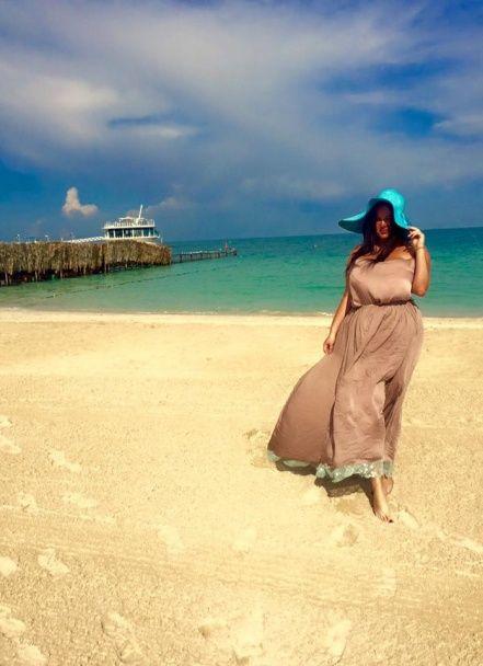 Пишногруда соратниця Ляшка похизувалася фото з відпочинку у Дубаї