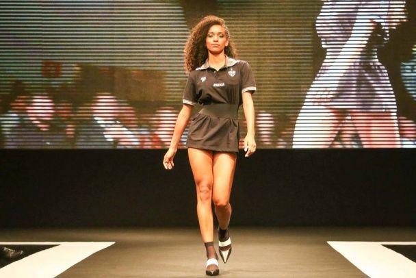 Бразильський клуб представив нову форму на оголених моделях