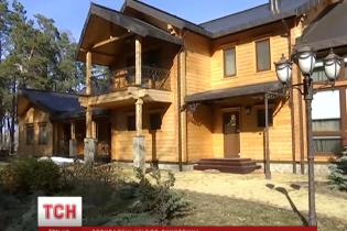 Под Киевом разграбили роскошный дом Януковича