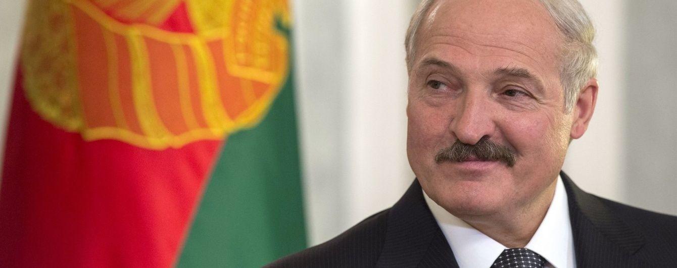 """""""Роздягатися і працювати"""". Лукашенко розкрив секрет успіху"""