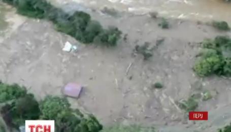Мощный оползень отрезал от мира пять городов в Перу