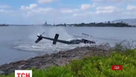 Вертолет с пятью пассажирами на борту упал в воду на Гавайях
