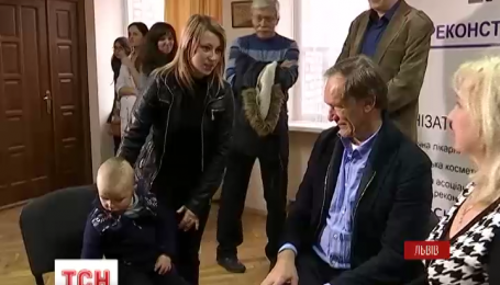 Во Львове хирург из Германии бесплатно прооперирует 25 маленьких украинцев с недостатками лица
