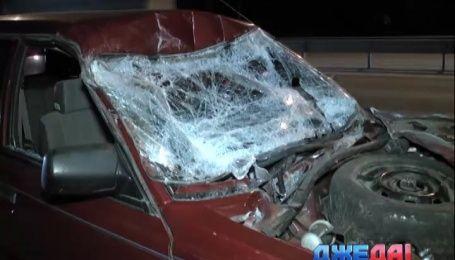 На выезде из Киева Subaru влетел под рефрижератор